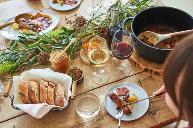 料理と樽生ワイン